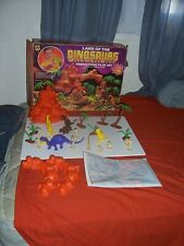 MARX MOLD DINOSAUR FIGURE LOT PURPLE BRONTOSAURUS PLAYSET ORANGE PLAYMAT CAVEMEN