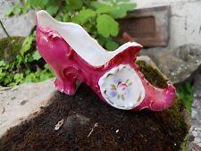 Ancien sabot chaussure en biscuit porcelaine décor fleurs sur fond rose  , 1900