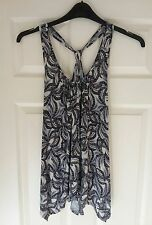 WOMENS SIZE 8 TOP IN BLACK AND WHITE FROM ATMOSPHERE NEW WITH TAGS