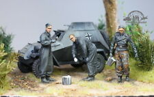 (Pre-Order) 03 German Tank Crews painting the tank WWII 1:35 Pro Built Model