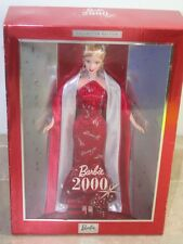 4a- COLLECTABLE BARBIE 2000 NEW IN THE BOX RED DRESS WHITE CAPE SO BEAUTIFUL-fr