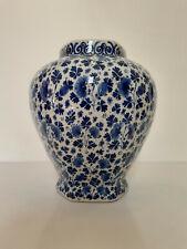 Delft - Vase / potiche - H. 25,5 cm - semis de fleurs - signée - vers 1900