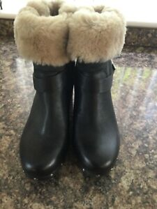 Ugg black leather sheepskin lined size 5/38 ankle boots