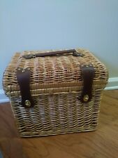 Picnic Time Picnic basket - Setting for 4 - Includes plates, cups, Silverware