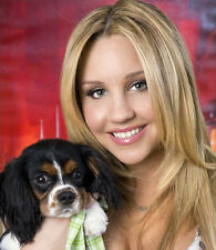 Amanda Bynes UNSIGNED photo - H7272 - With her dog