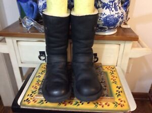 UGG Kensington Women's Pull-On Mid Calf Boots Black Leather Fur Lined Sz 7