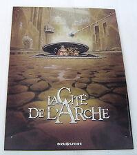 LA CITE DE L'ARCHE . PLAQUE METAL  . BOISCOMMUN OLIVIER . DRUGSTORE