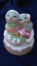 Handmade MUSIC BOX Ceramic LOVE BIRDS   plays Have Yourself a Merry Little X-Mas