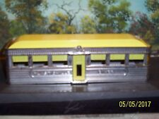 PLASTICVILLE U.S.A.SIMULATED ALUMINUM DINER YELLOW ROOF (NO BOX)
