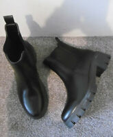 Black Chunky Cleated Sole Chelsea Ankle Boots Size UK 6 EU 39