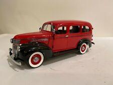 The Danbury Mint 1946 Chevrolet Suburban 1:24 Die Cast w Box & Paperwork & Acc