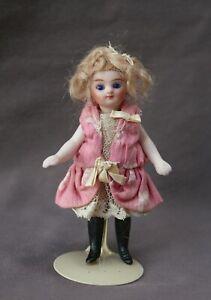 Petite poupée ancienne mignonnette 12cm tout biscuit