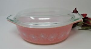Pyrex Pink Daisy Oval Casserole with Lid 1 1/2 qt., 043