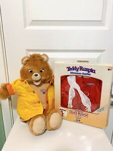 Vintage 1985 Teddy Ruxpin Talking Bear WORLD OF WONDERS & 1 Tape And New Outfit