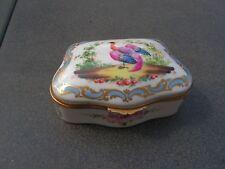 magnifique boite a bijoux richement decoree en   porcelaine    ancienne     (m)