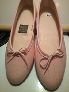 Daniel Green comfy slippers pink leather New size 8.5 womens
