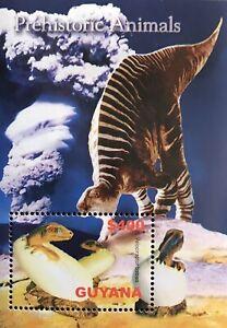 GUYANA DINOSAUR SOUVENIR SHEET 2005 MNH VELOCIRAPTOR PREHISTORIC ANIMALS STAMPS