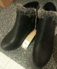 New Woman short black boot with fur wedge Size 40 Elegant