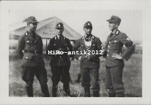 Foto, Wk2, Arbeitsmann mit Ringkragen im Gespräch (N)50192
