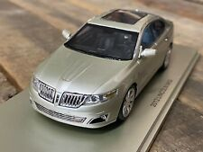 Luxury Collectibles 1/43 2012 Lincoln MKS Resin Model Car