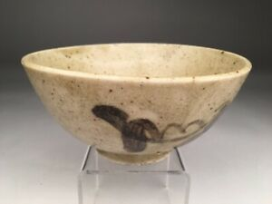 19th century Japanese earthenware bowl  decorated with large flowers