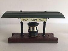 Dept 56 Dickens Village #5575-1 Victoria Station Train Platform