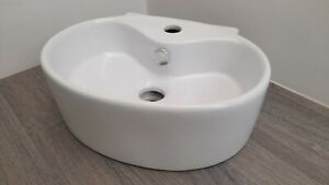 ~~~GREAT DEAL~~~ 😉 Small Wall Hung Basin Oval White Ceramic 40cm x 30cm - FAULT