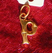 PENDENTIF PLAQUE OR lettre P initiale ALPHABET ABECEDAIRE PRENOM IDENTITE surnom