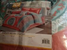 Intelligent Design Loretta Comforter Set Twin Size Bed in A Bag - Coral, Aqua.