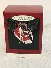 HALLMARK KEEPSAKE ORNAMENT HIGH TOP PURR NEW IN BOX 1993 CAT IN HIGH TOP SHOE