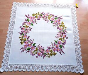 .. Mitteldecke  Blumen,  gestickt, handarbeit neuwertig