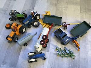 Britains Farm Bundle Tractor Renault Ford Crop Trailer Crop Fence RSPCA