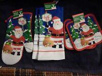 5 pc set:. Christmas Santa 2 Kitchen towels, 2 Pot holders, 1 oven mitt