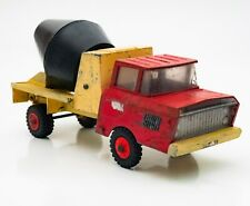 A lovely old vintage Tri-ang diecast cement mixer, 1960s 27cm long, great patina