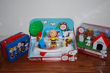 (NEW) CHARLIE BROWN SNOOPY PEANUTS ICE SKATING RINK DOG HOUSE TIN BOX TOY LOT