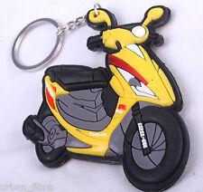 Scooter cyclomoteur Vespa jaune Porte-clés Anneau Chaîne Keyfob moto gaz d'échappement du moteur 3D