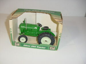 1/16 Oliver 550 Utility Tractor by SpecCast W/Box!!