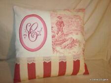 Housse de coussin, toile de jouy rose et linge ancien brodé de la lettre **C**