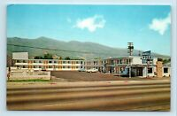 Ukiah, CA - REDWOOD HWY ROADSIDE POSTCARD - HOLIDAY LODGE MOTEL & OLD CARS