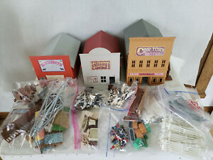 1995 Vintage ERTL Farm Country Ranch Cow Town Set 1:64 Scale w/ Accessories