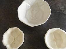 uralte Puddingform mit 2 kleineren Schalen (Keramik?)