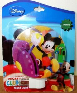 Disney Junior Mickey Mouse LED Wall Plug Night Light. NEW IN PACK