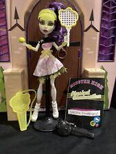 Spectra Vondergeist-Ghouls Deportes-Monster High Muñeco completo diario Inc