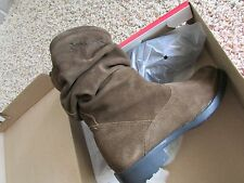 NEW BEARPAW KASSIDY SUEDE BOOTS BOOTIES WOMENS 6 ANKLE BOOTS OLIVE CHAMPAGNE