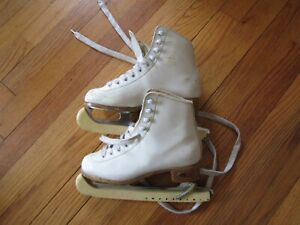 Riedell 10W Size 2 Figure Ice Skates 19447 blade 81/3L
