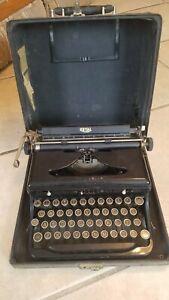 Antique vintage Royal Typewriter 1937 37