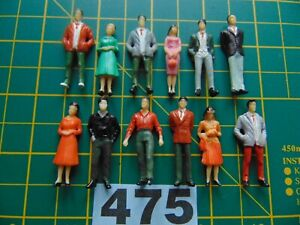 12 x plastic model figures