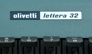 VTG BLUE OLIVETTI LETTERA 32 TYPEWRITER NEAR MINT CONDITION WITH CASE