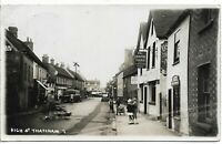 HIGH ST THATCHAM B&W POSTCARD + CAR WITH KGV 1935 SILVER JUBILEE 1d RED REF 3947