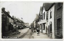 More details for high st thatcham b&w postcard + car with kgv 1935 silver jubilee 1d red ref 3947